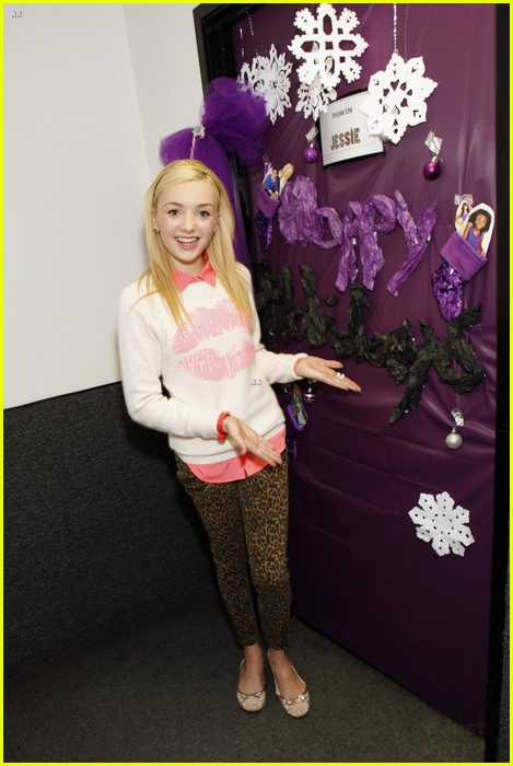 disney channel door decorating 13
