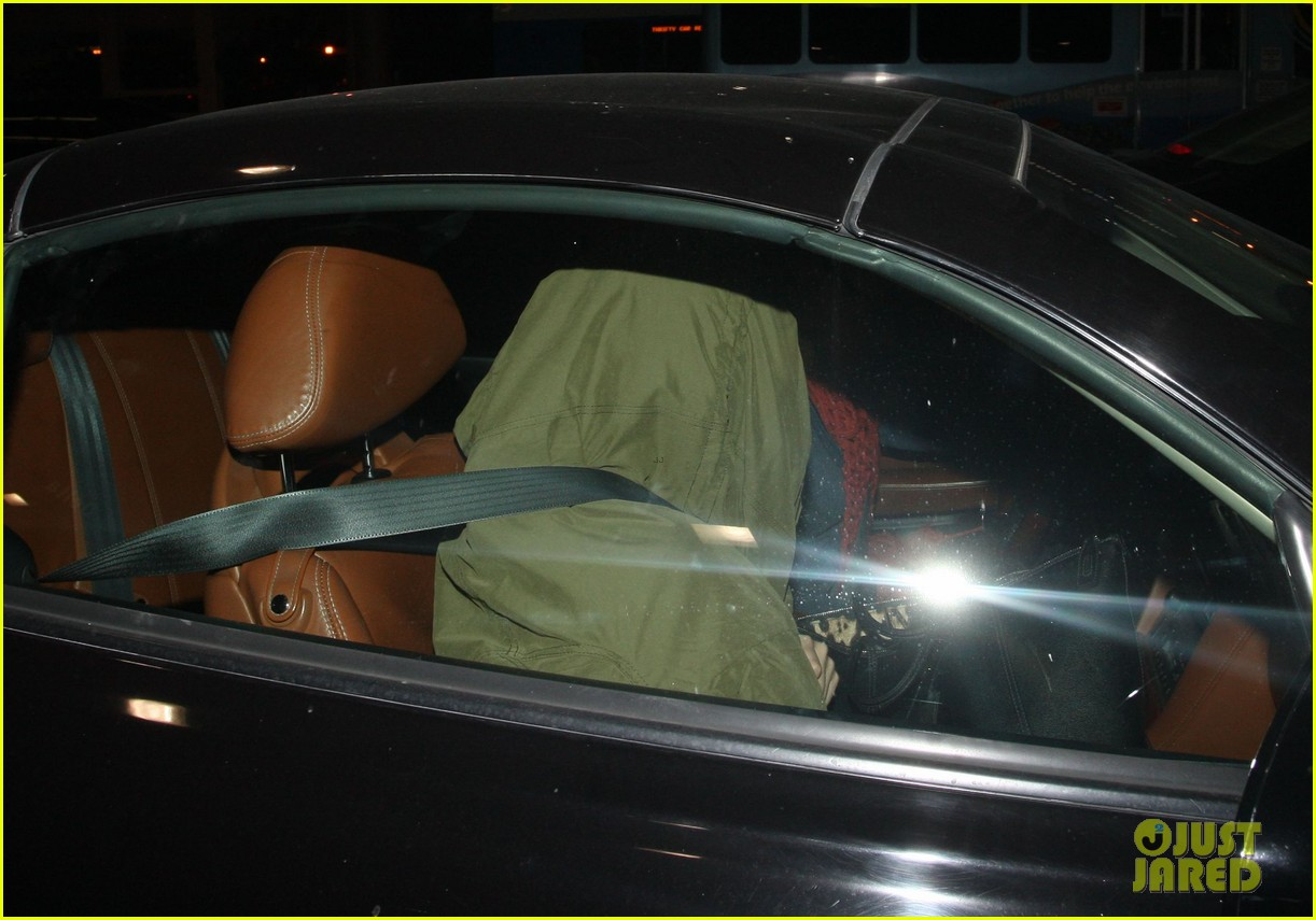 selena gomez late night lax arrival 07