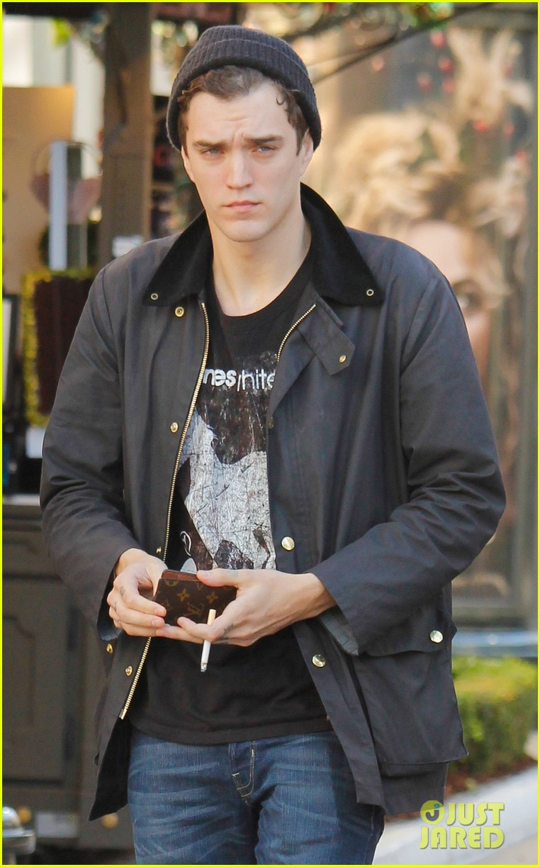 shenae grimes josh beech matching couple 16