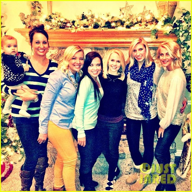 julianne hough christmas girls 06