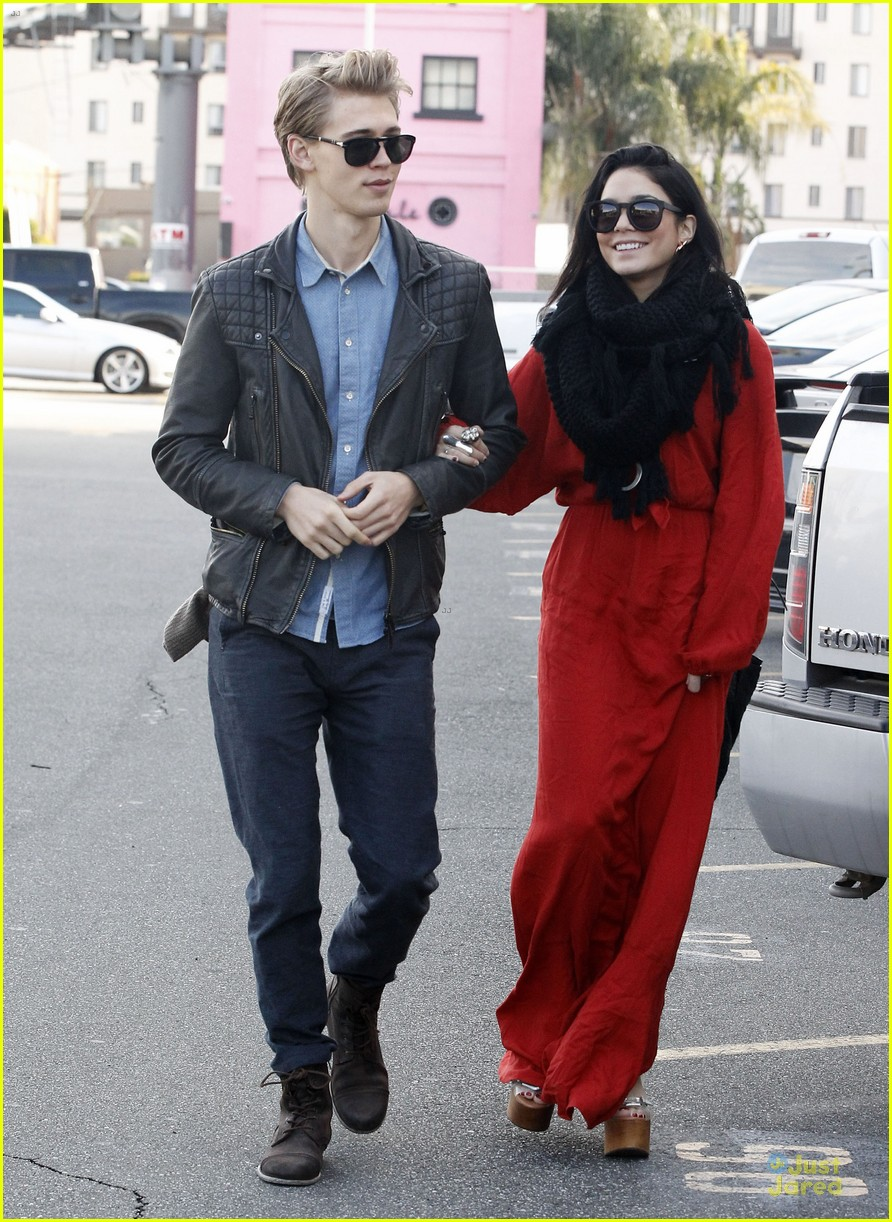 vanessa hudgens & austin butler church going couple 07