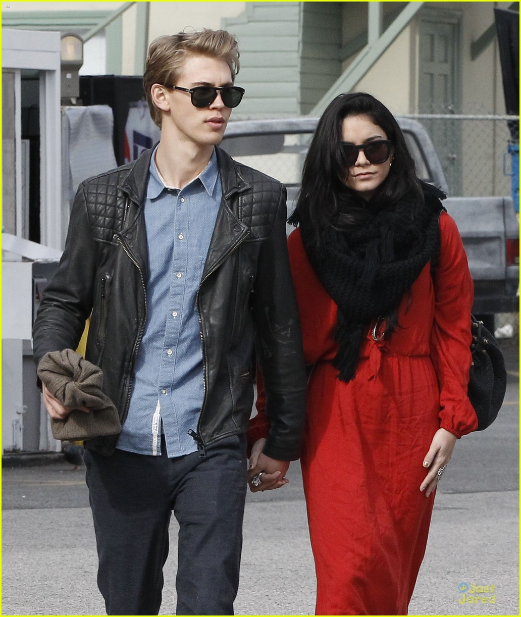 vanessa hudgens & austin butler church going couple 14