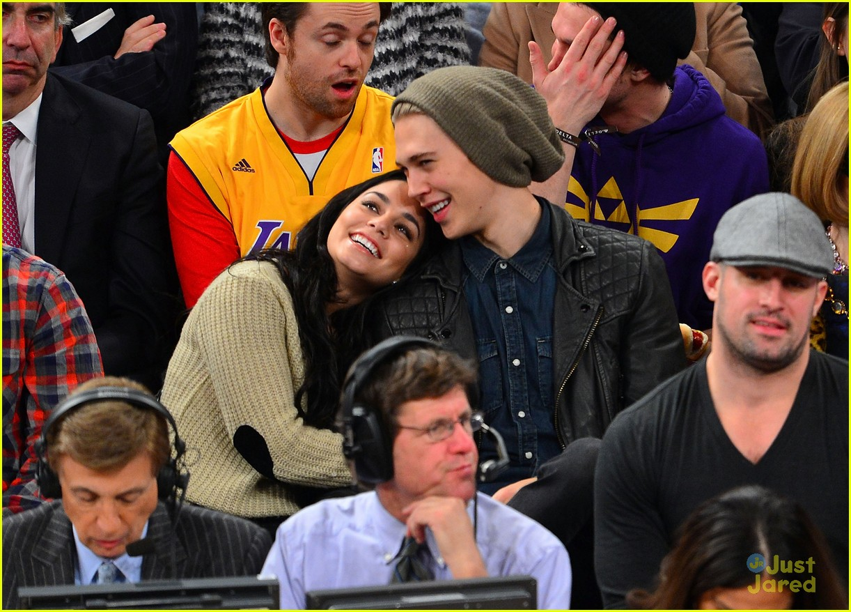 vanessa hudgens austin butler lakers knicks 03