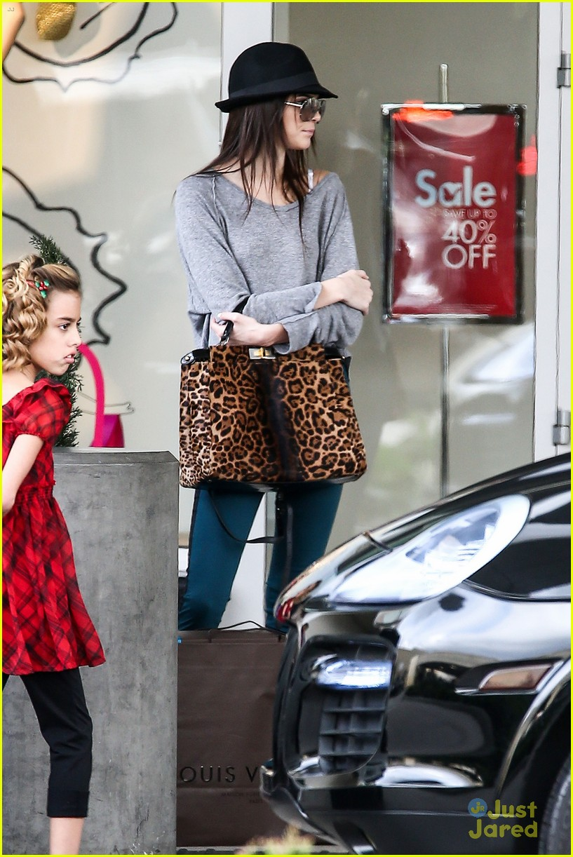kendall jenner lv shopping 06