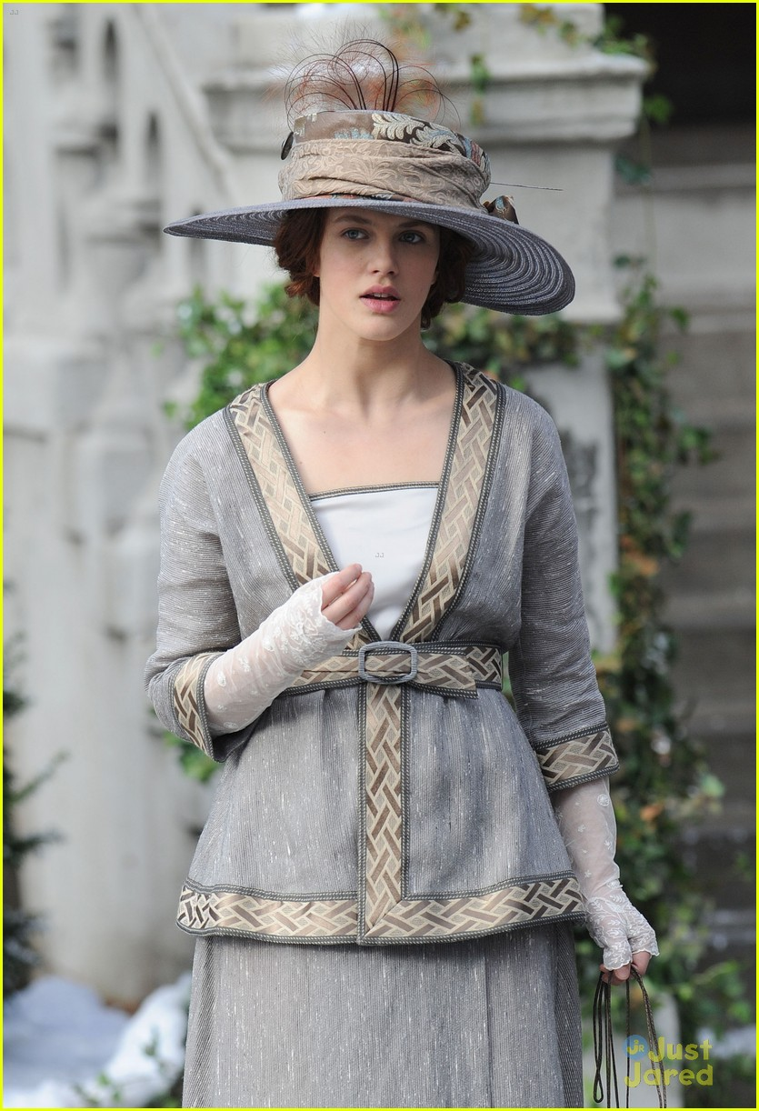 jessica brown findlay winters tale filming 01