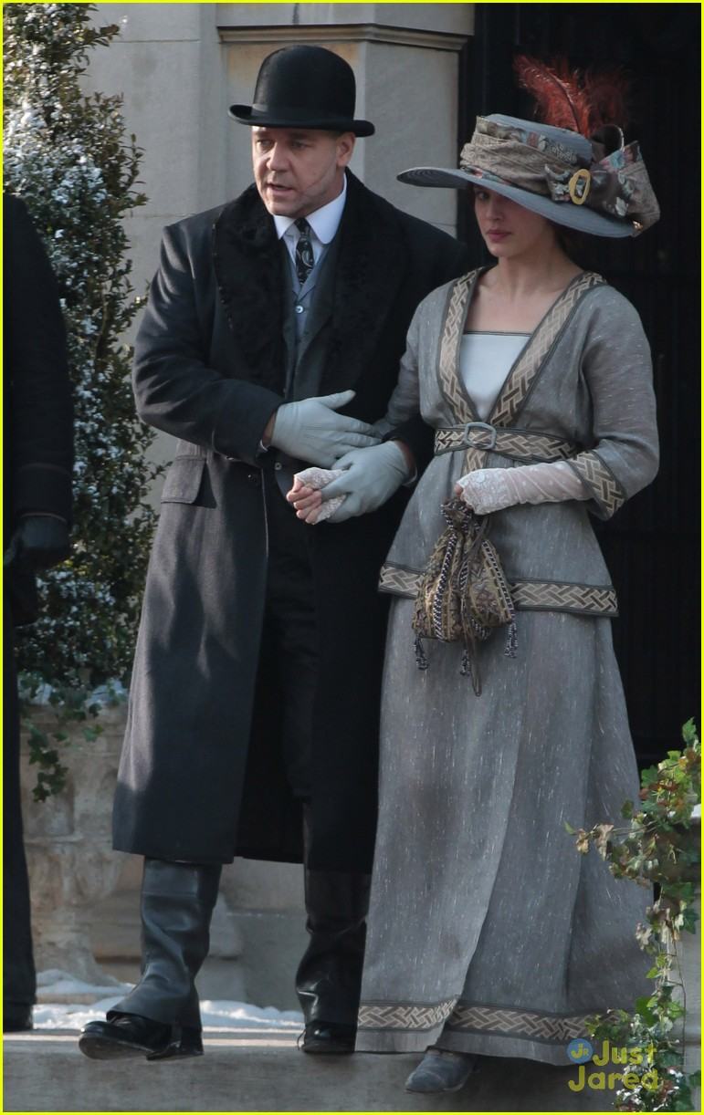 jessica brown findlay winters tale filming 07