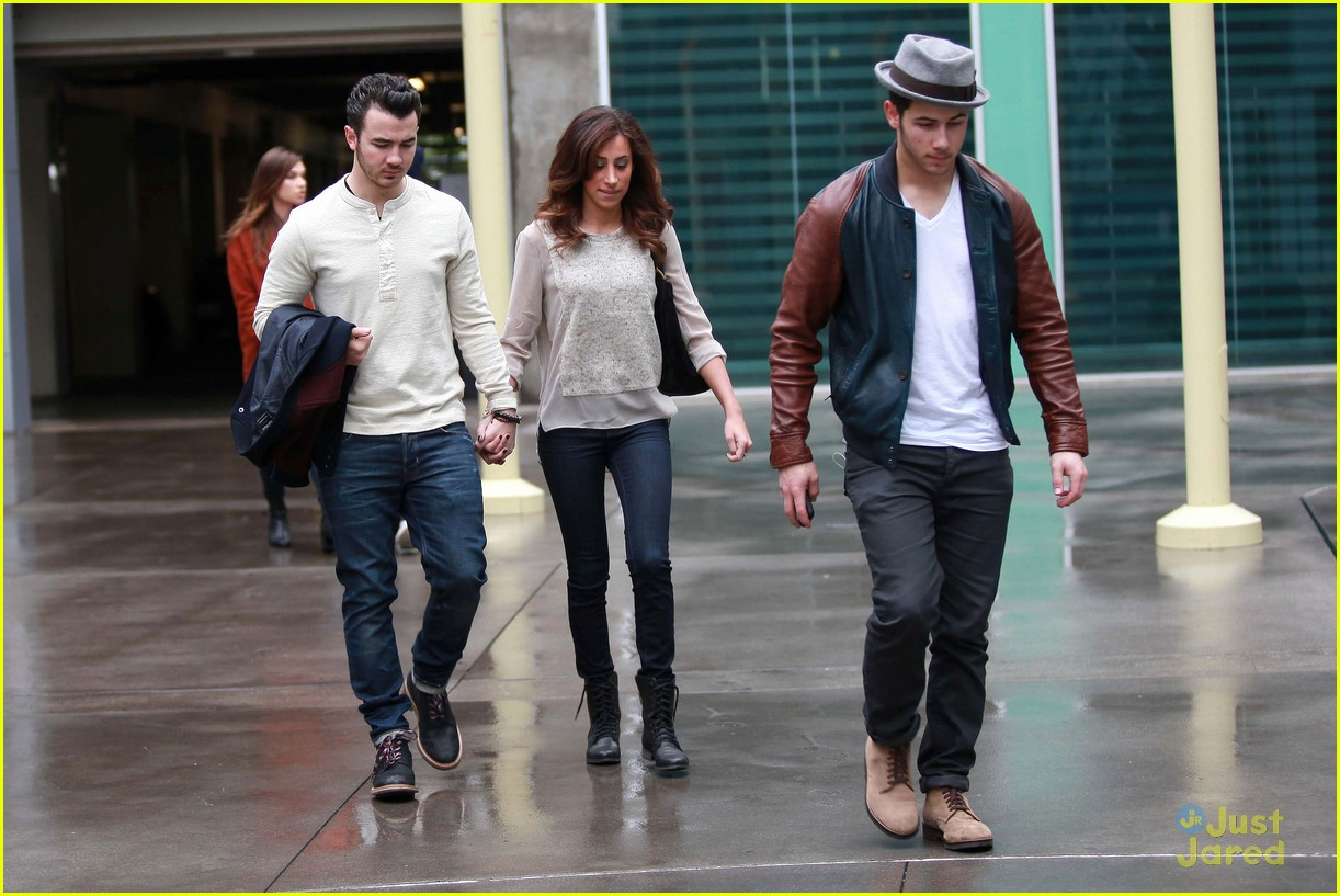 joe jonas blanda brothers lunch 03