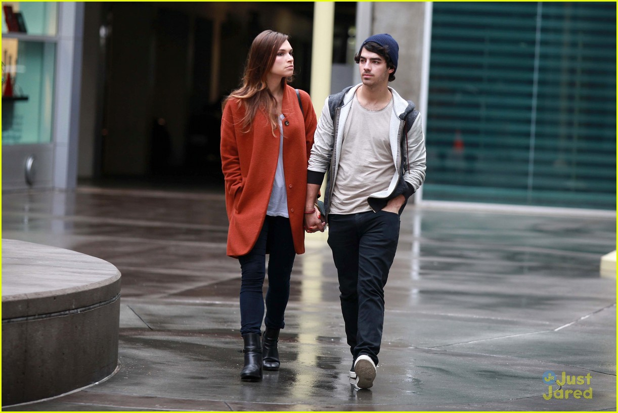 joe jonas blanda brothers lunch 06