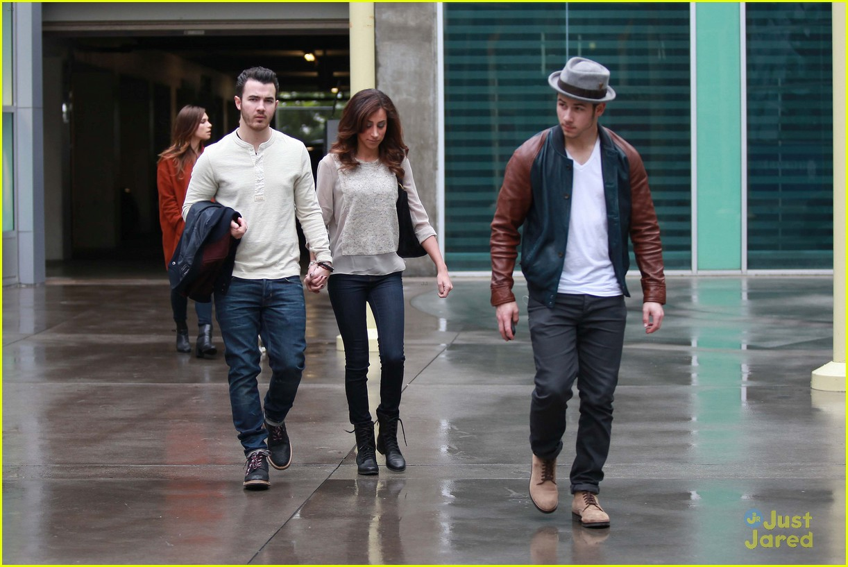 joe jonas blanda brothers lunch 15