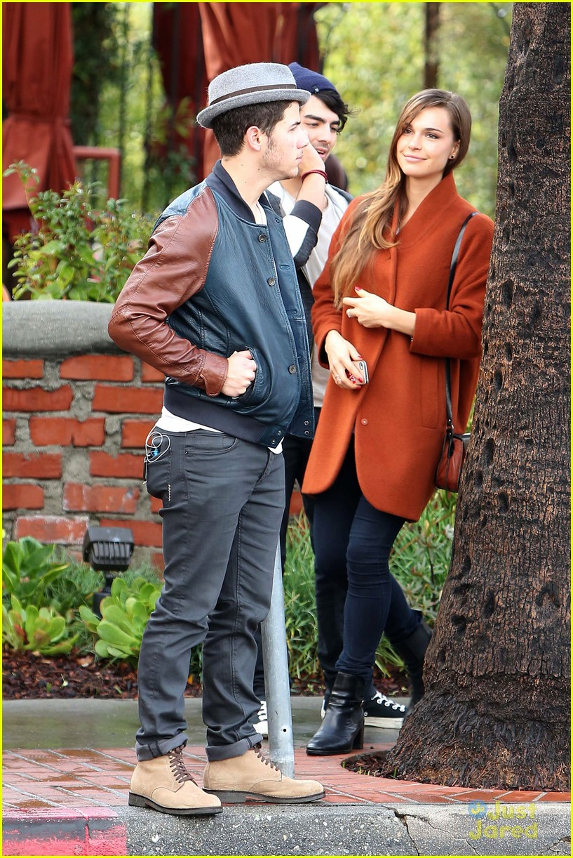 joe jonas blanda brothers lunch 23