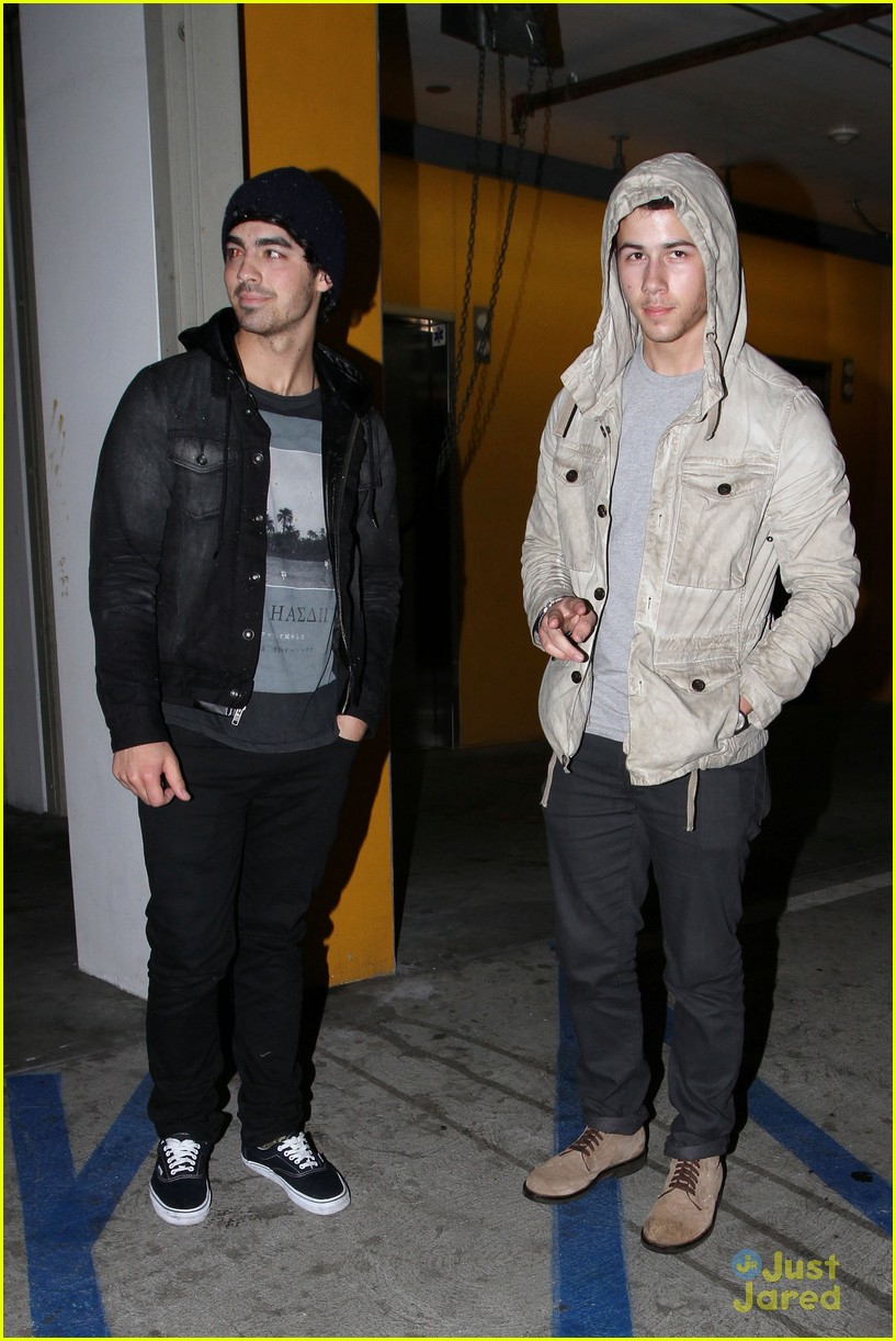 joe nick jonas double date 04