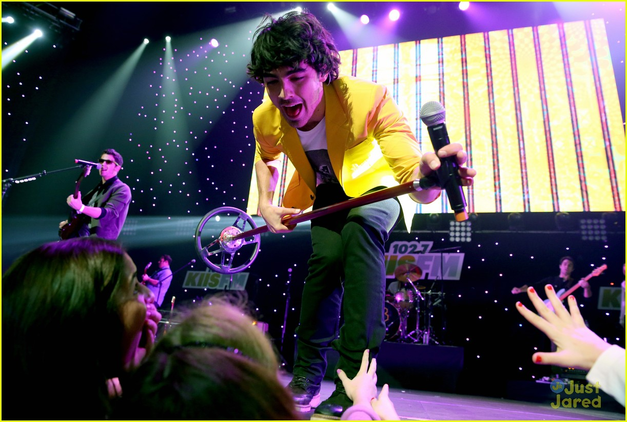 jonas brothers jingle ball 13