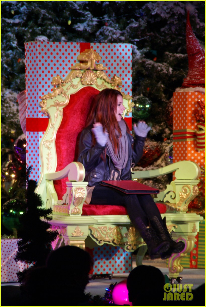 jillian rose reed grinchmas reading 02