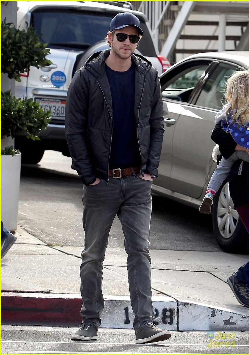 liam hemsworth kreation kafe 04