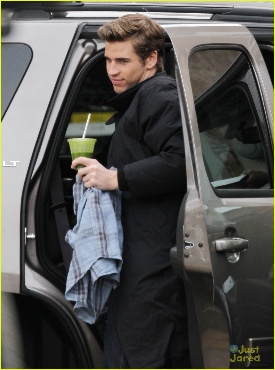 liam hemsworth paranoia set 03