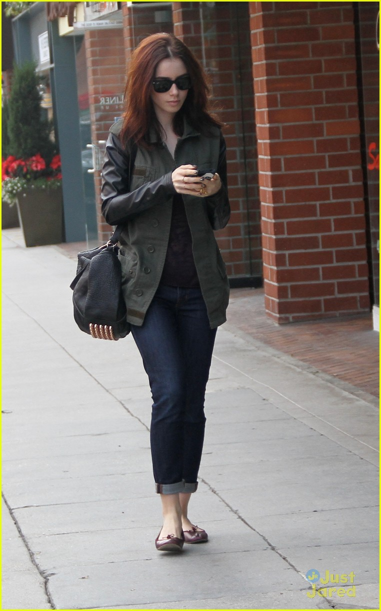 lily collins holiday shopping 02