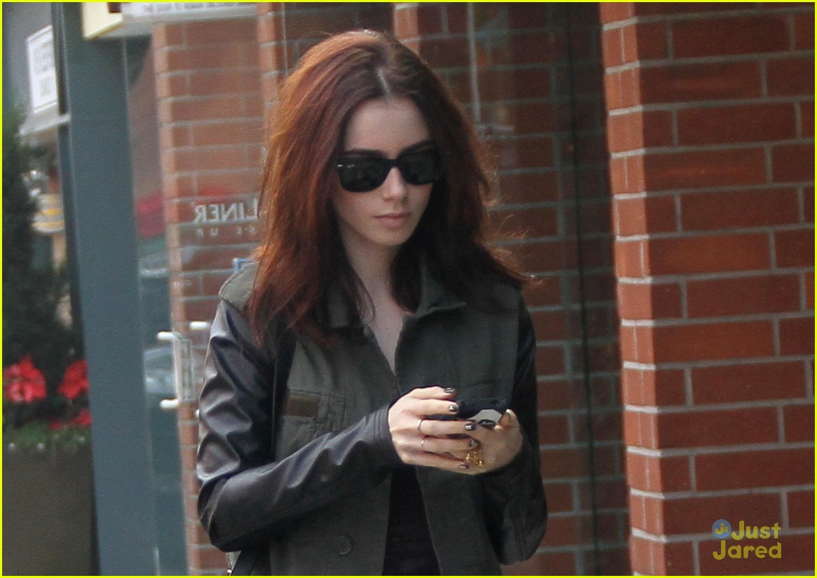 lily collins holiday shopping 03