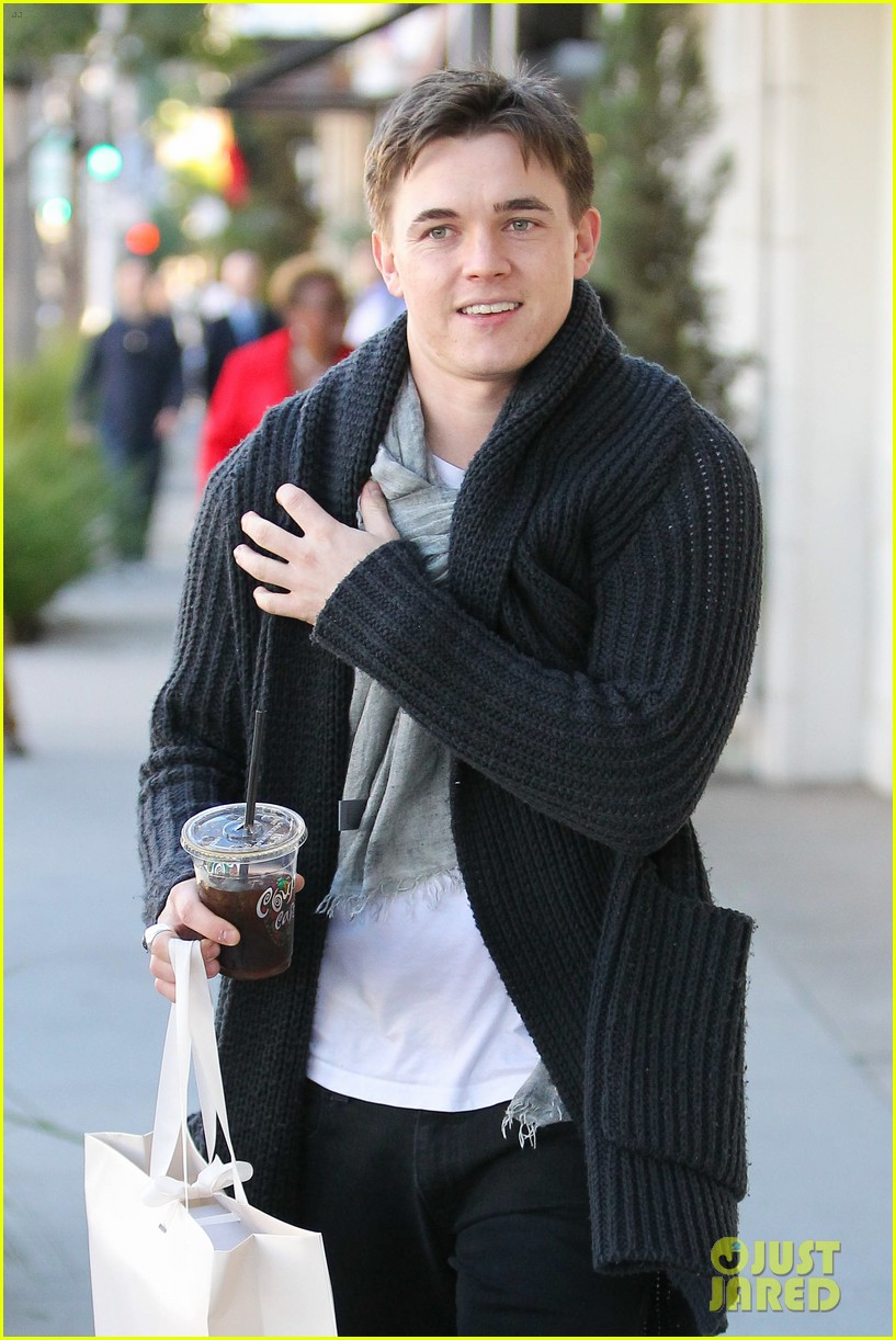 jesse mccartney shopping in beverly hills 04