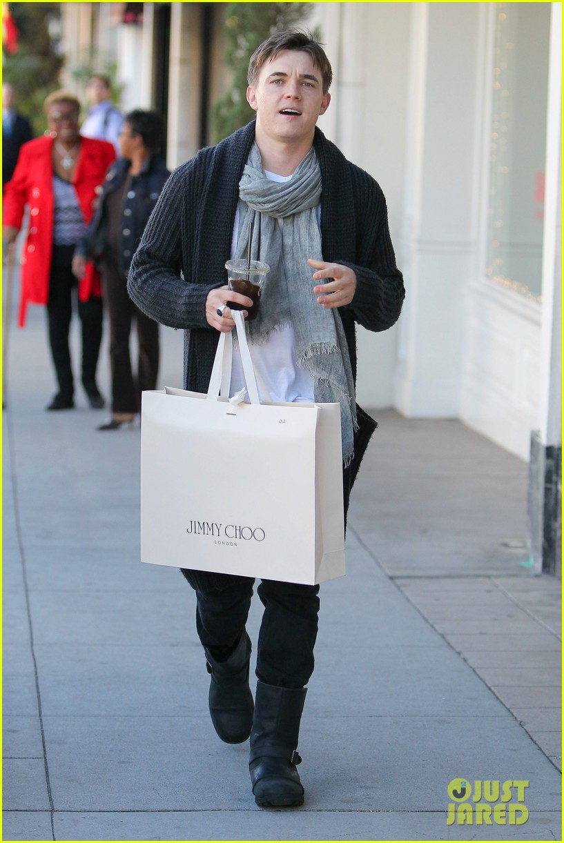 jesse mccartney shopping in beverly hills 05