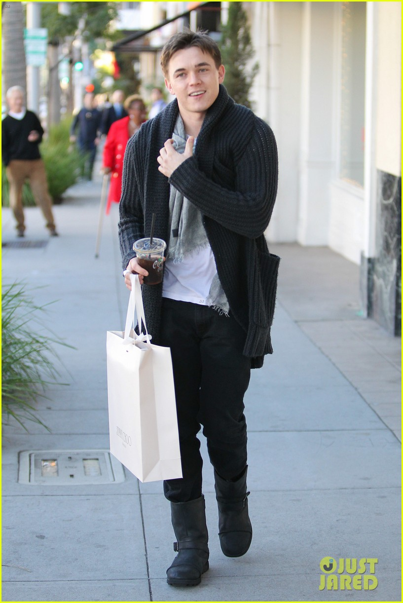 jesse mccartney shopping in beverly hills 06