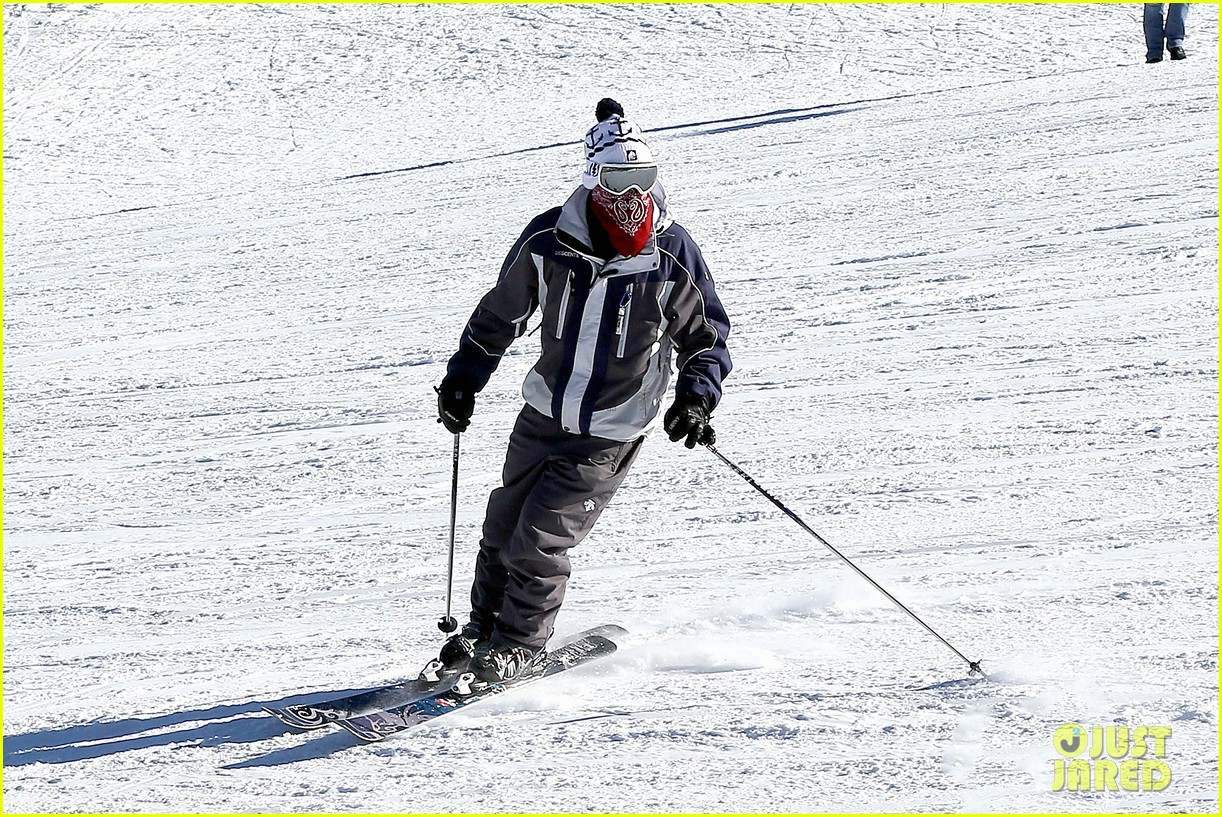 jesse mccartney hits the slopes 06