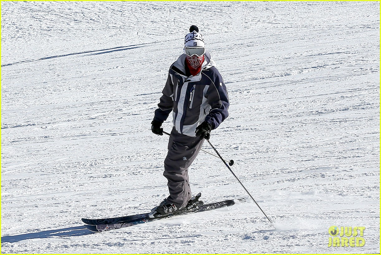 jesse mccartney hits the slopes 22
