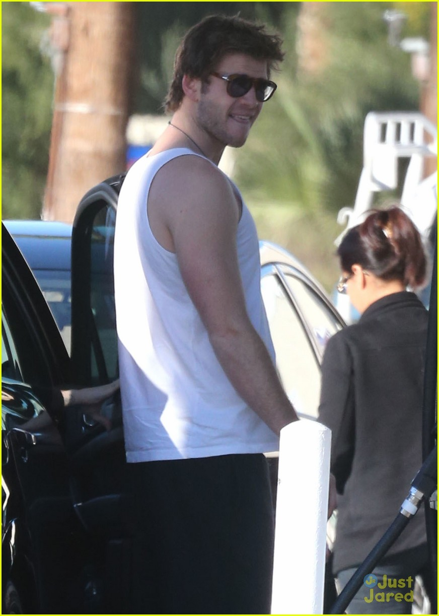 miley cyrus liam hemsworth post christmas family gathering 11