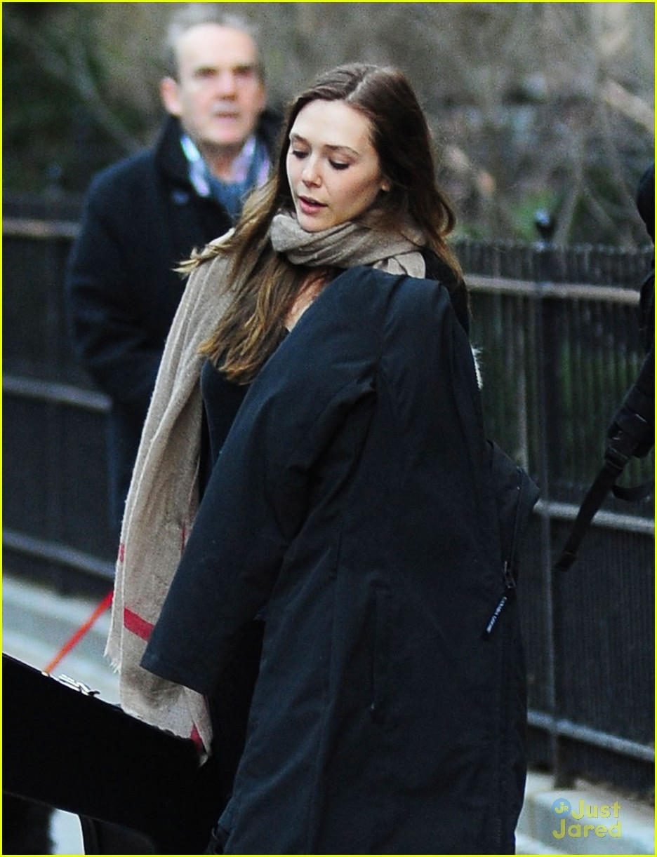 elizabeth olsen hotel check out 02
