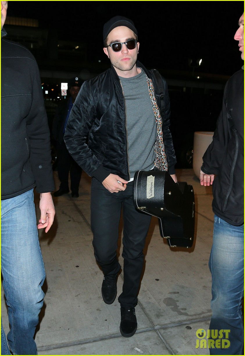 robert pattinson guitar arrival at jfk airport 01