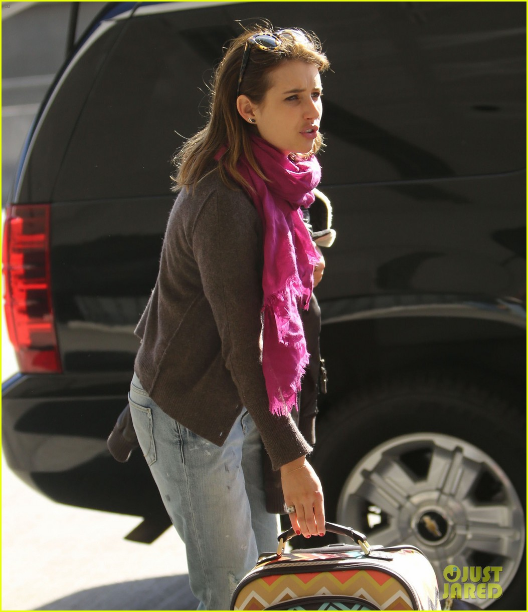 emma roberts lax departure 08