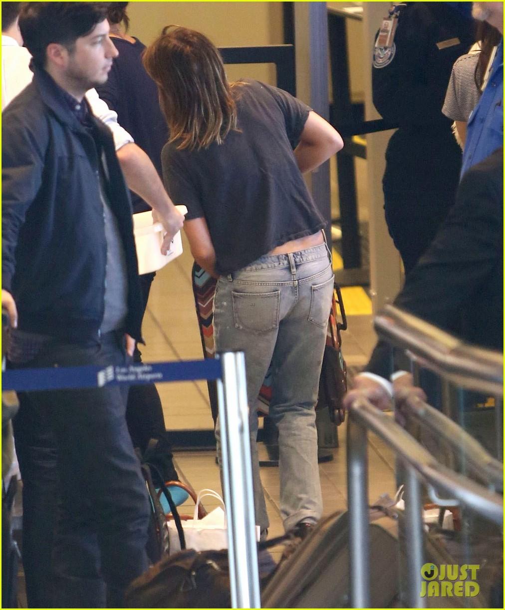emma roberts lax departure 26
