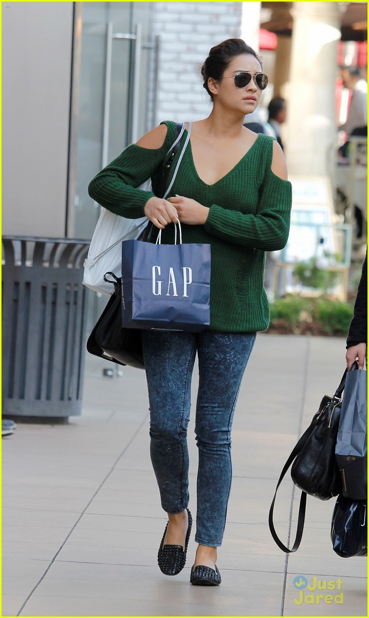 shay mitchell gap girl 04