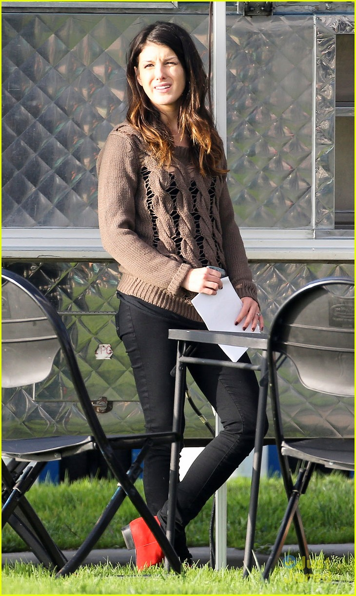 shenae grimes 90210 set josh beech 02