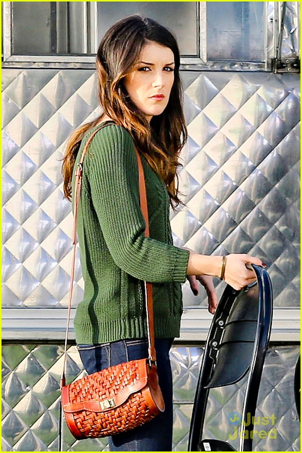 shenae grimes 90210 set josh beech 08