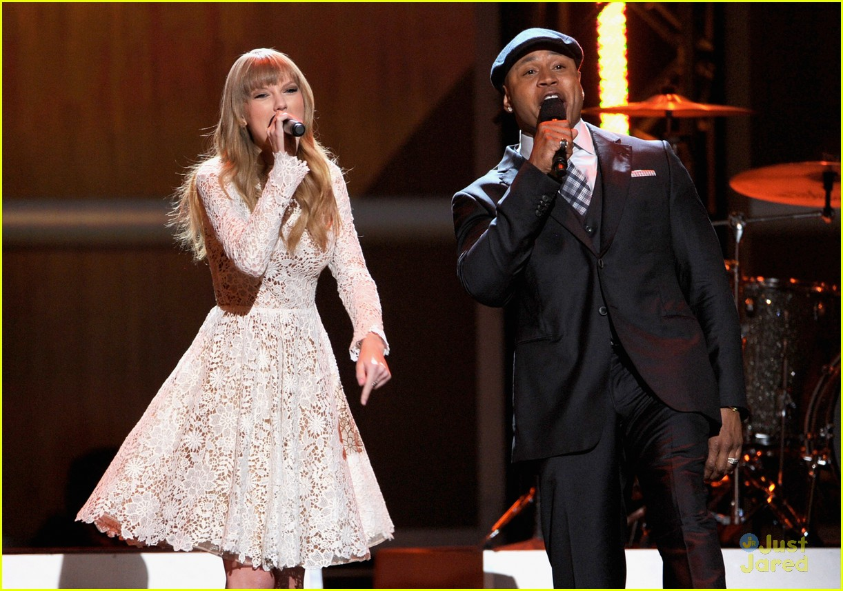 taylor swift grammy noms concert 14