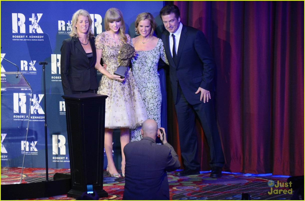 taylor swift ripple hope awards 05