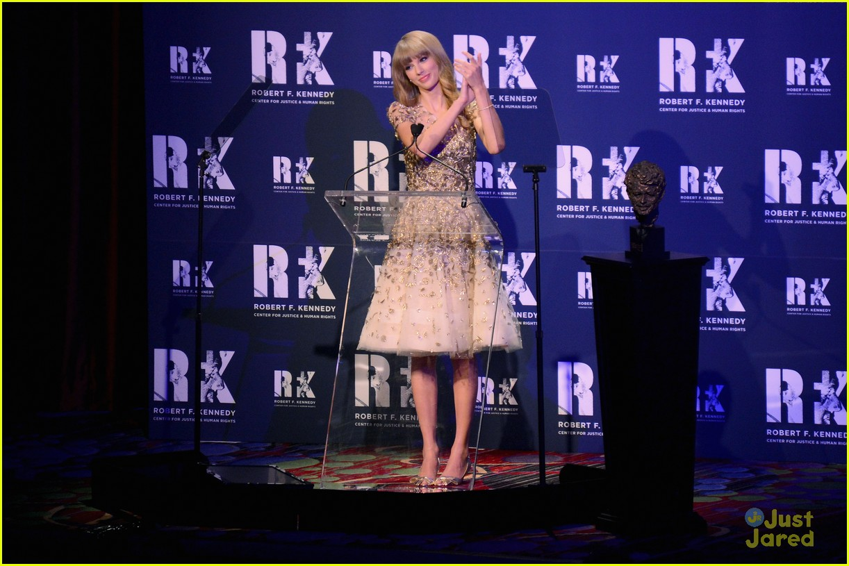 taylor swift ripple hope awards 07