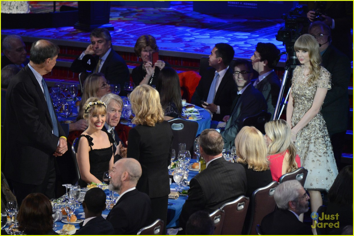 taylor swift ripple hope awards 12