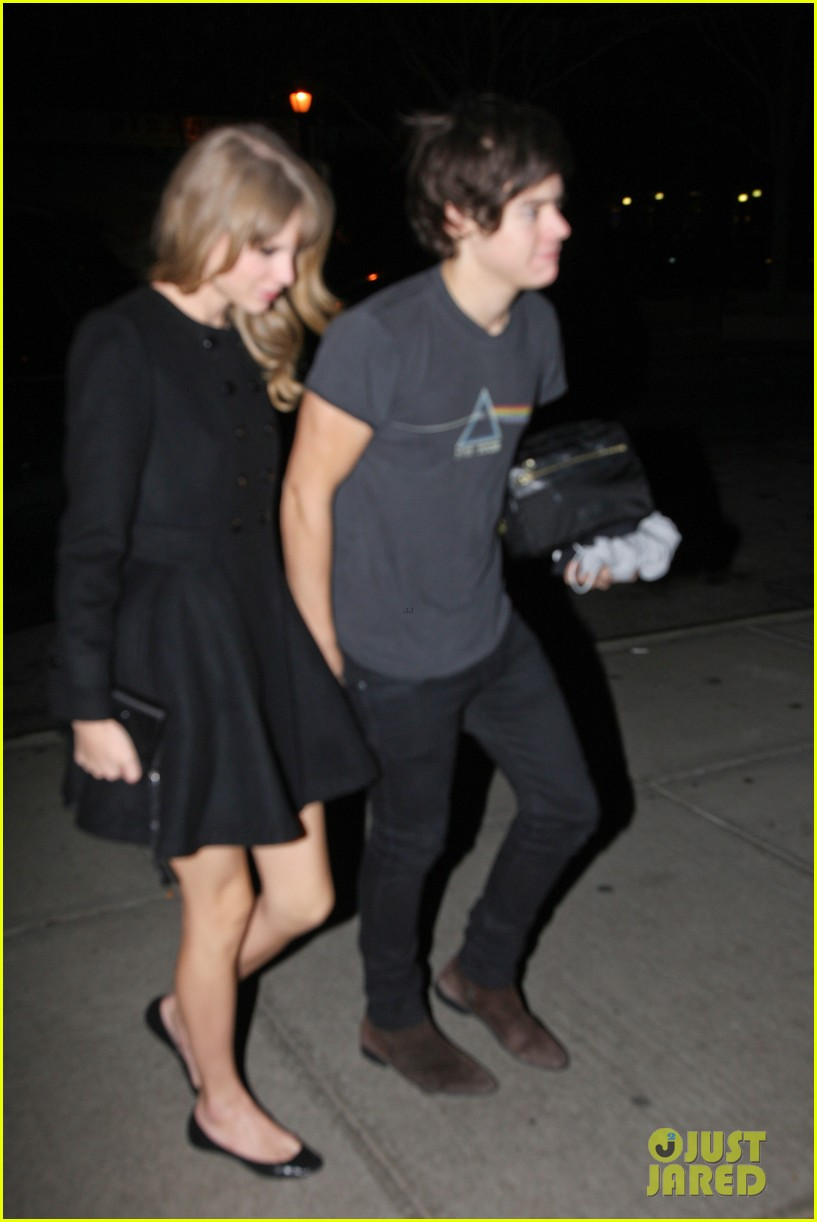 harry styles taylor swift holding hands 02