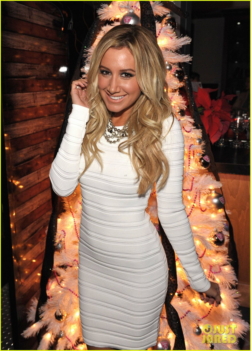 ashley tisdale blondie girl holiday party 03