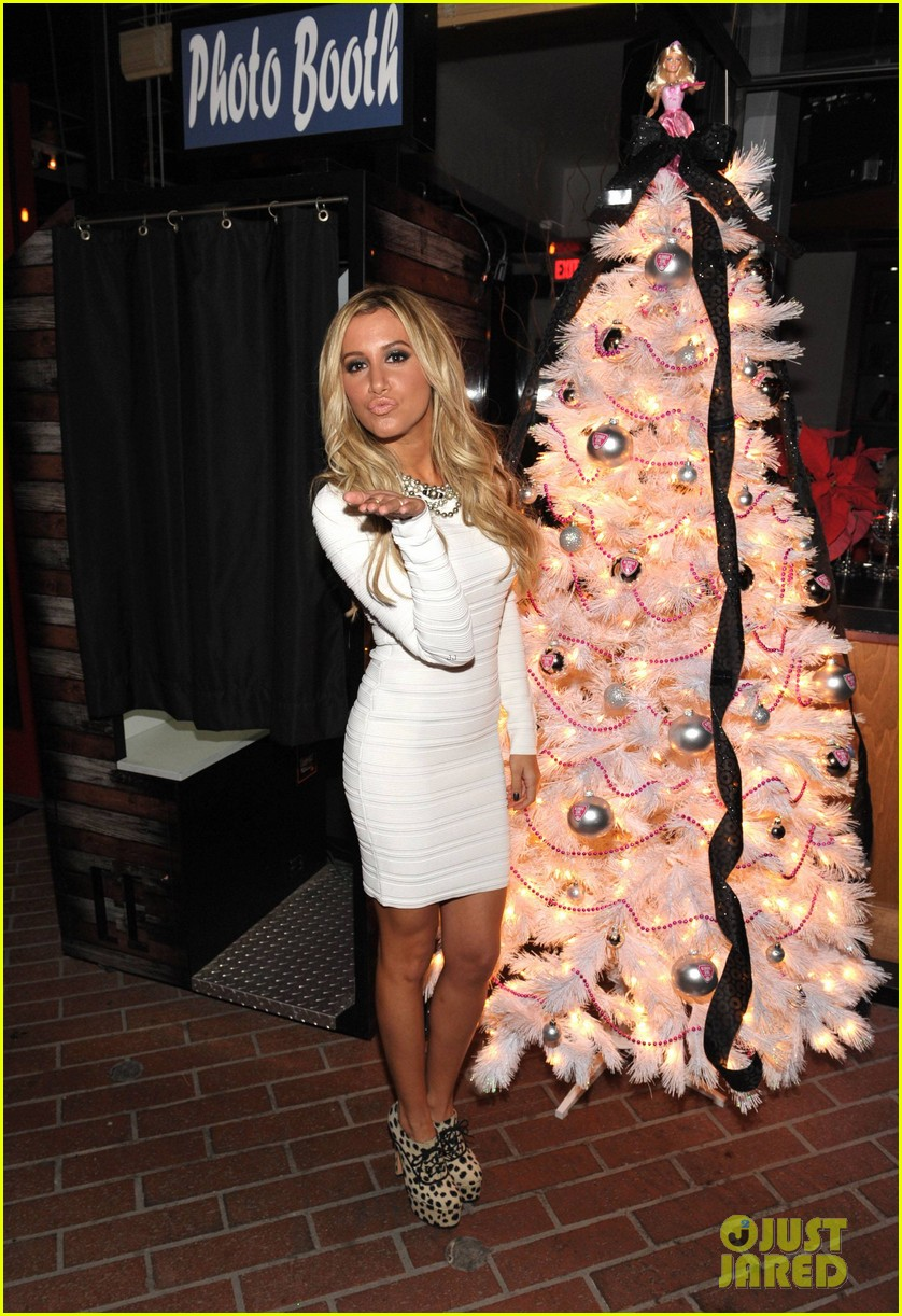 ashley tisdale blondie girl holiday party 09