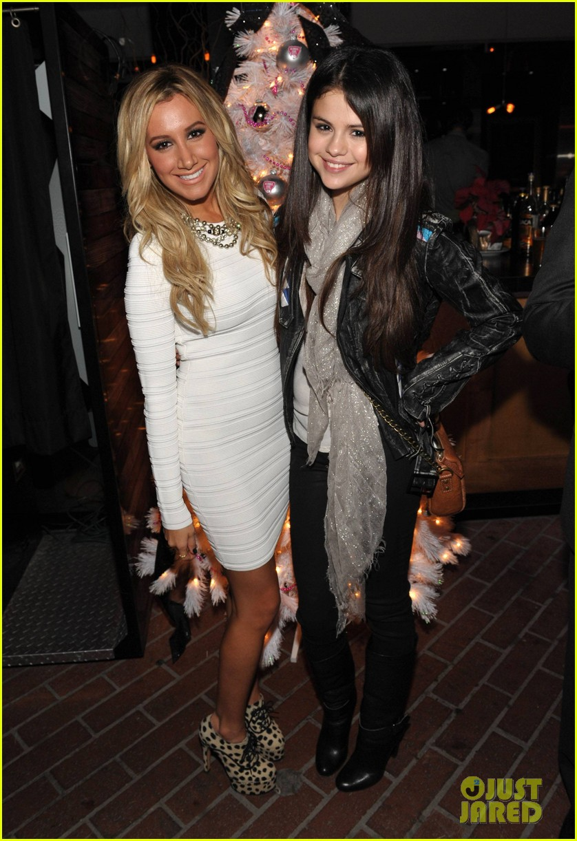 ashley tisdale blondie girl holiday party 21