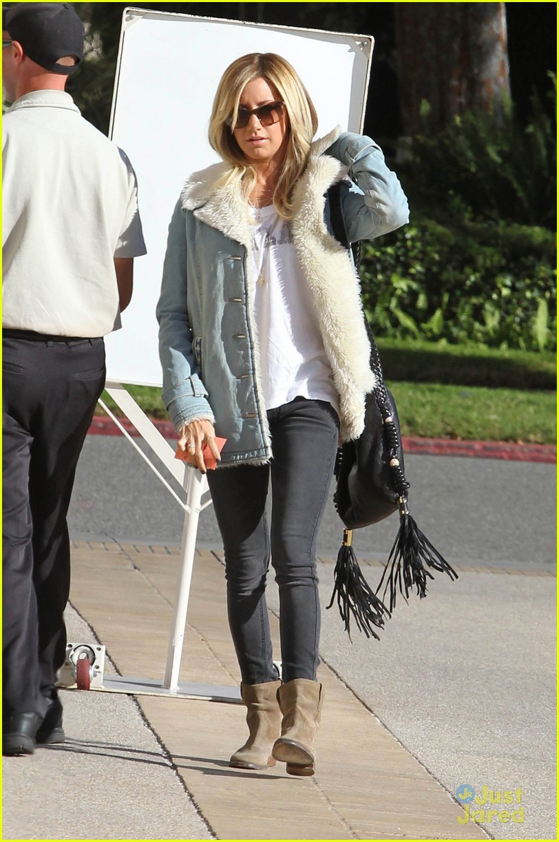 ashley tisdale burton snowboard 12