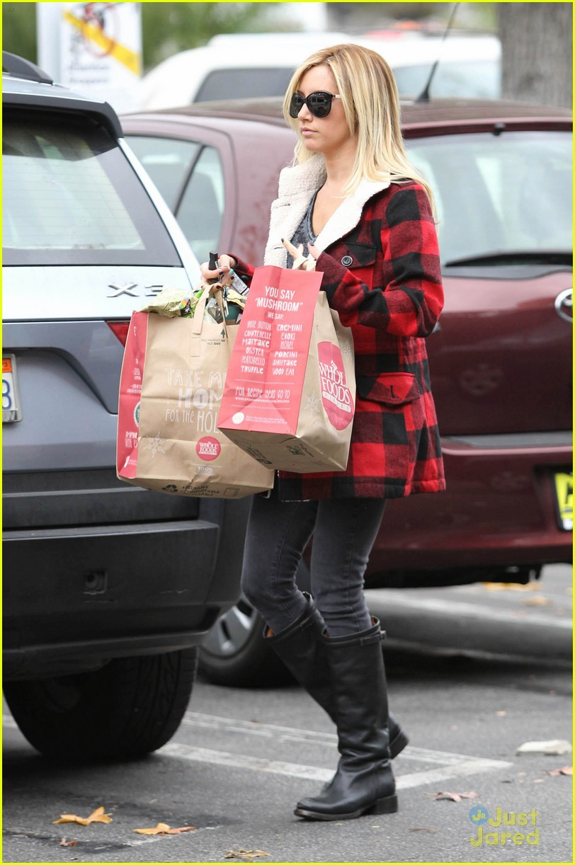 ashley tisdale whole foods 07