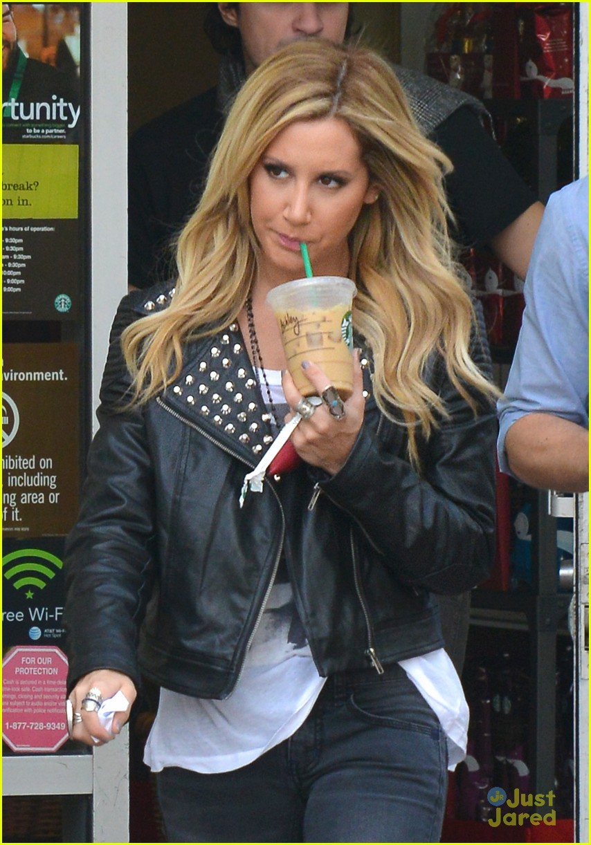 ashley tisdale starbucks trader joes 02