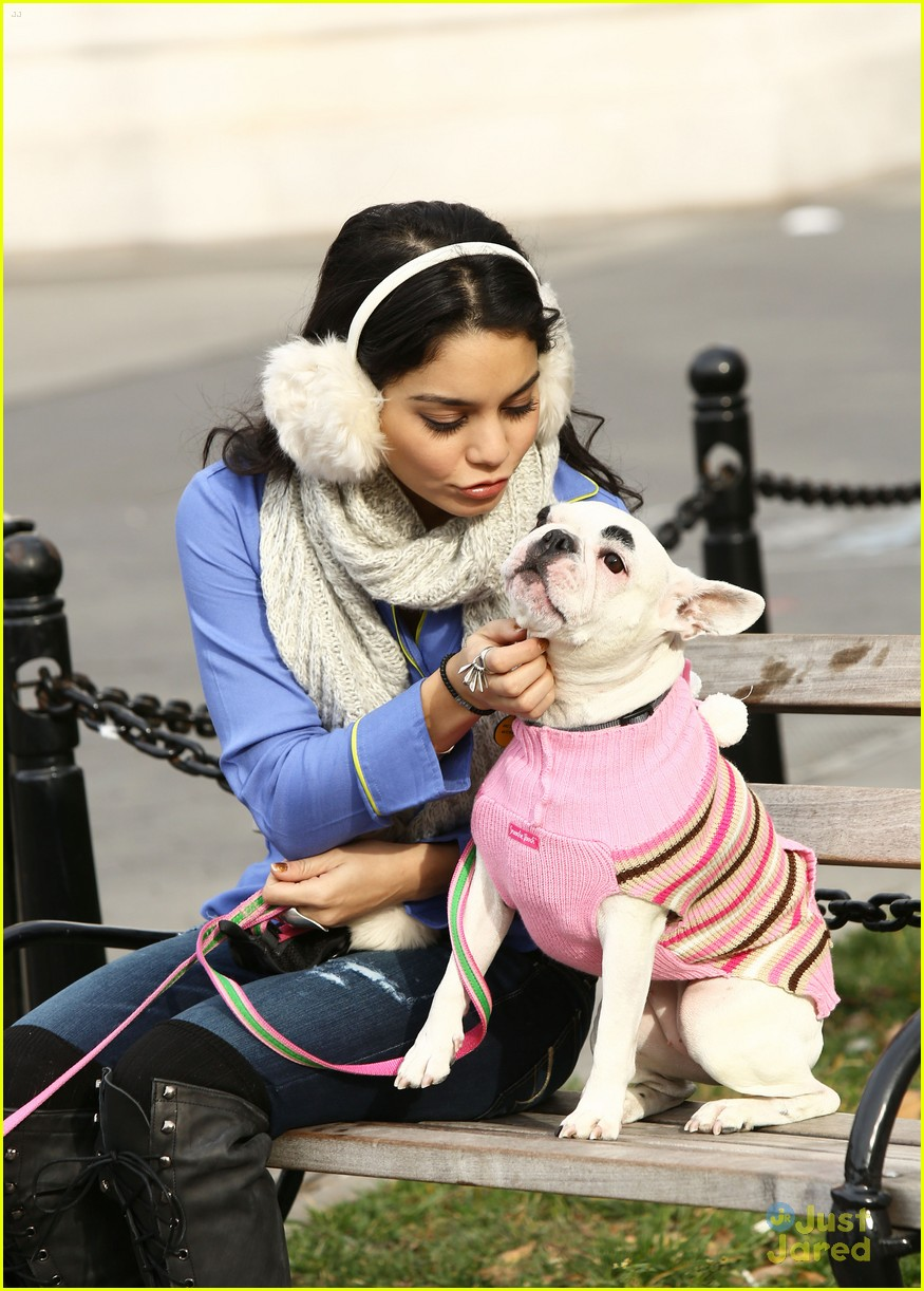 vanessa hudgens dog walking 03