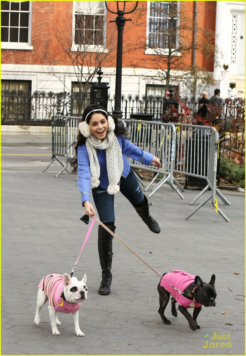 vanessa hudgens dog walking 06