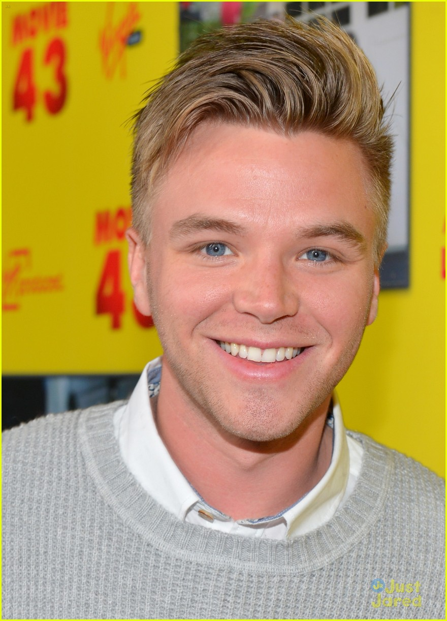 brett davern movie 43 premiere 01
