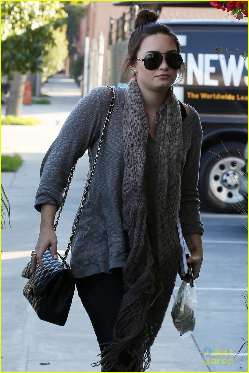 demi lovato studio saturdays 01