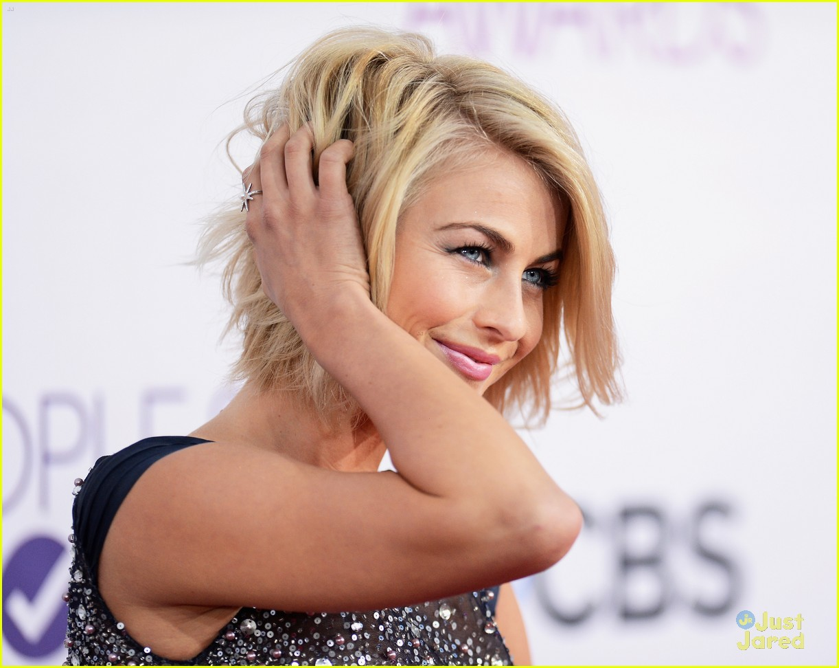 julianne hough pca 2013 02